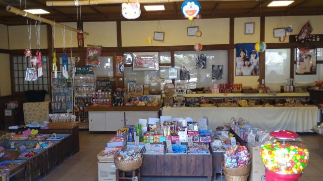 日本昭和村(岐阜県美濃加茂市)の駄菓子屋「美濃屋」店内