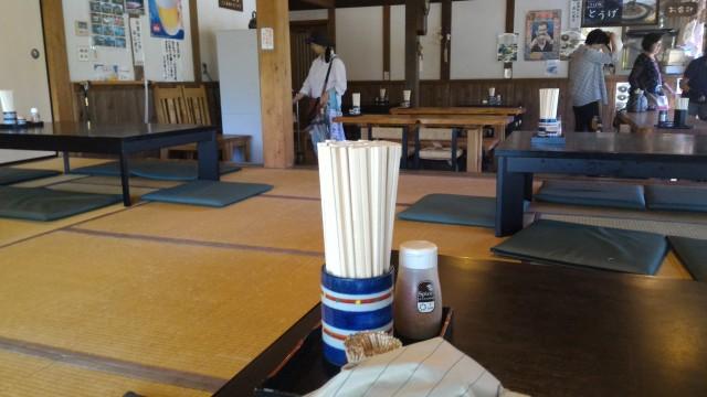 日本昭和村のそば処「とうげ」の店内座敷からみた