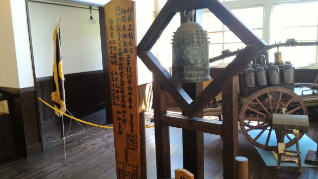 日本昭和村(岐阜県美濃加茂市)のひだ朝日村役場資料館・備品鐘