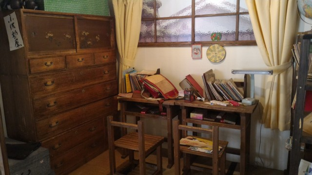 日本昭和村(岐阜県美濃加茂市)のやまびこ学校(昭和パビリオン)の子供部屋