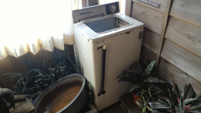 日本昭和村(岐阜県美濃加茂市)のやまびこ学校(昭和パビリオン)洗濯機とたらい