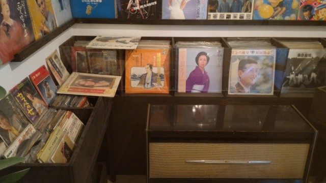 やまびこ学校(昭和パビリオン)商店街レコード店