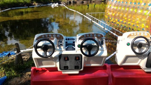 日本昭和村(岐阜県美濃加茂市)の「遊びの広場」リモコン操作の船
