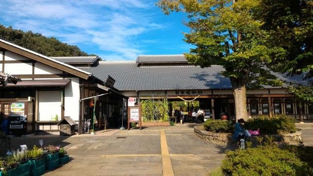 テーマパーク日本昭和村(正面入り口)とその左となりにある道の駅日本昭和村