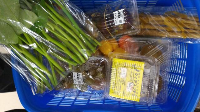 道の駅「田原めっくんはうす」愛知県田原市110円市場かごいっぱいに買う