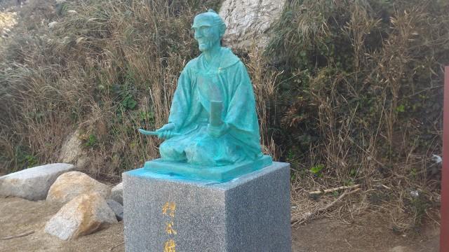伊良湖岬・漁夫で歌人の糟谷磯丸さんの石像