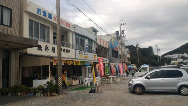 愛知県伊良湖岬の恋路ヶ浜の駐車場隣接の飲食店数軒