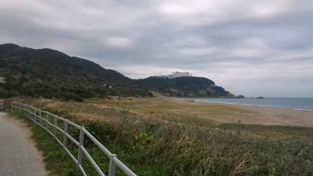 伊良湖岬の恋路ヶ浜をサイクリングロードから見たところ