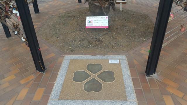 伊良湖岬恋路ヶ浜にある「四つ葉のクローバー発祥の地」(愛知県田原市)