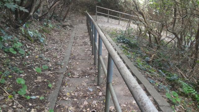 「日出の石門」までの坂道