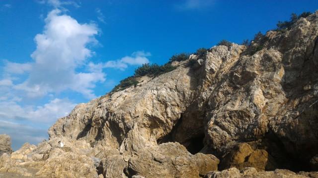 「日出の石門」西側の岩場