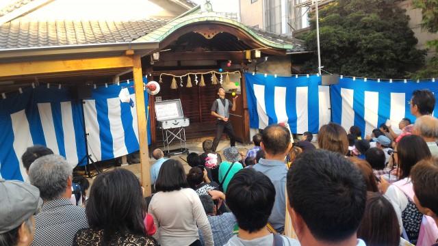 名古屋中区大須観音の辻で披露されるパフォーマンス