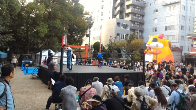 名古屋中区大須観音南門の境内に設置されたプロレスリング