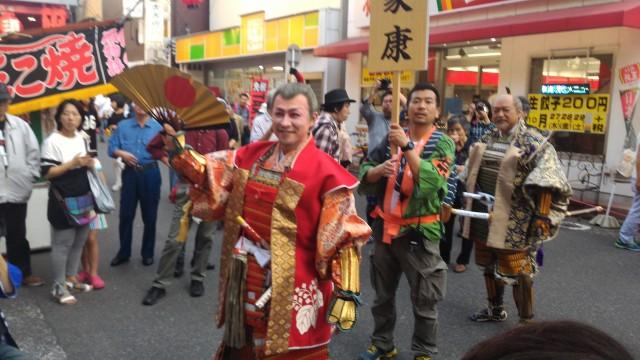 名古屋中区大須観音南門から入場する秀吉と家康