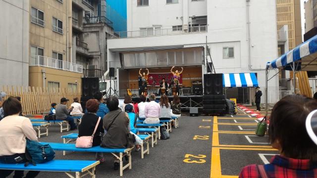 「長者町ゑびす祭り」特設ステージでのダンス