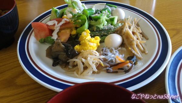春日井市役所展望レストランの惣菜サラダバー