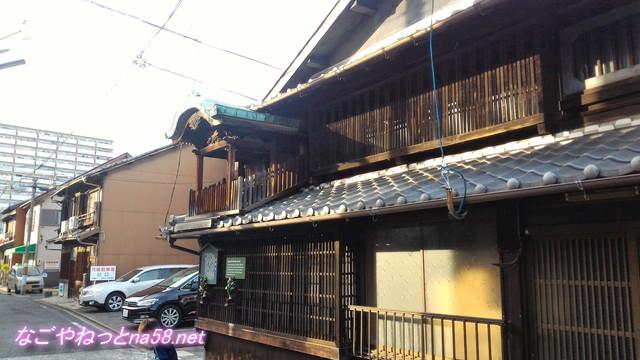 名古屋市西区四間道(しけみち)の屋根神様