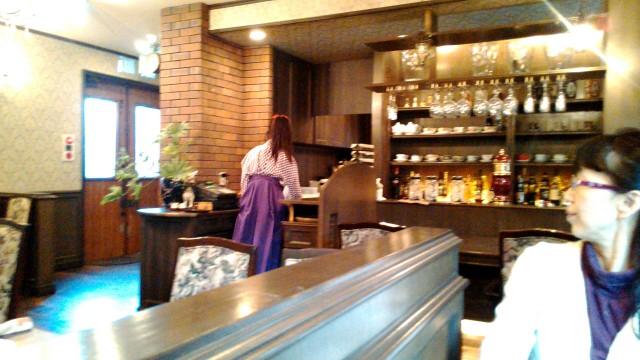 名古屋市西区四間道の「月のうさぎ」カフェダイニング店内着物の店員さん