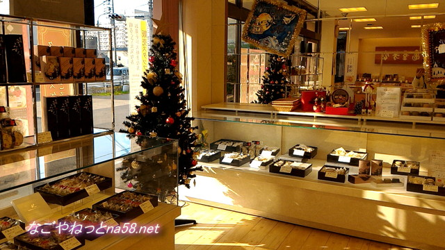 亀屋芳広城北店店内の様子(名古屋市北区)クリスマス飾りと洋菓子