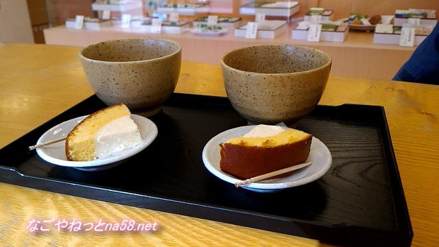 亀屋芳広城北店店内で提供されたお菓子とお茶(名古屋市北区)