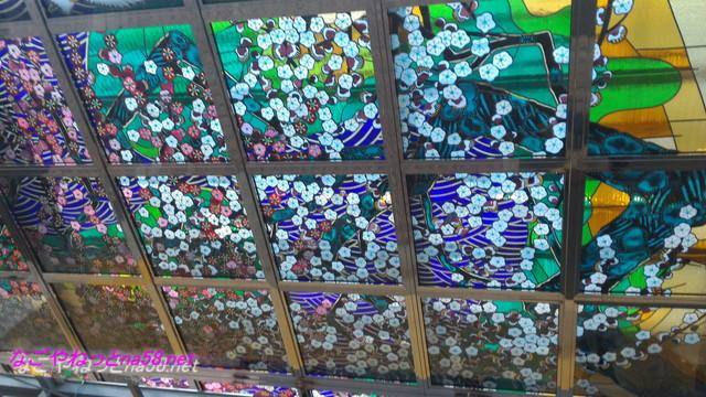 熱海駅ビル改札入り口の天井ステンドグラス