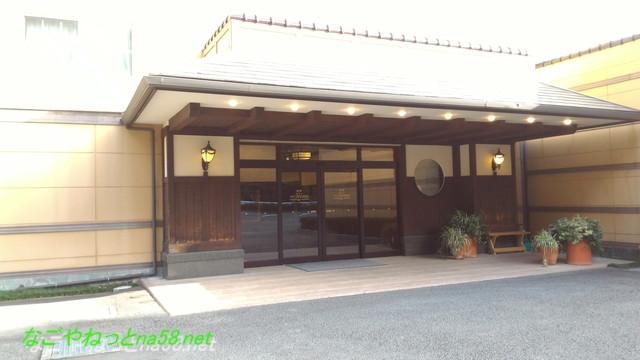 「熱海ホテルパイプのけむり」入り口玄関の様子