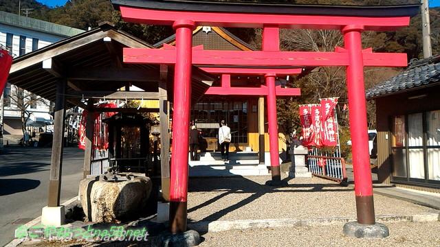 多度稲荷神社(多度大社東側)鳥居と本殿
