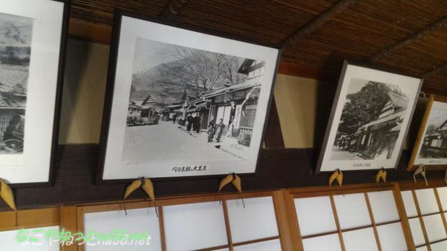 鯉料理「大黒屋」(三重県桑名市)の客室にかかる大黒屋さんの江戸明治の写真