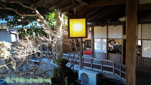 鯉料理「大黒屋」(三重県桑名市)の廊下と庭