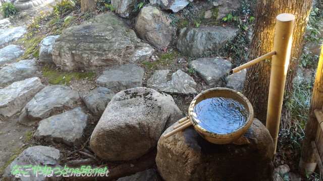 鯉料理「大黒屋」(三重県桑名市)お庭に何カ所もあるつくばい