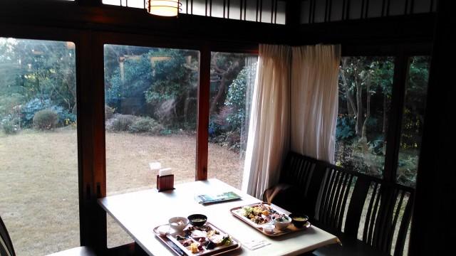 熱海温泉「熱海ホテルパイプのけむり」の朝食バイキング書院造の邸宅でいただく窓際