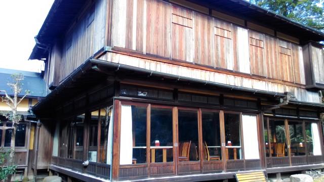 熱海温泉「熱海ホテルパイプのけむり」の食事レストラン書院造の邸宅外観