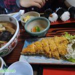 「三ッ角屋」愛知県あま市七宝町サーモンフライで五目きしめん定食天むすで