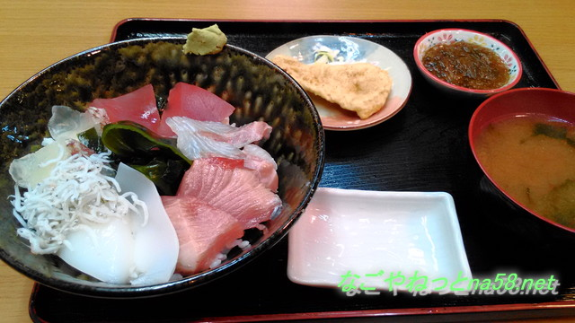 愛知県南知多豊浜の「魚ひろば」の市場食堂の海鮮丼
