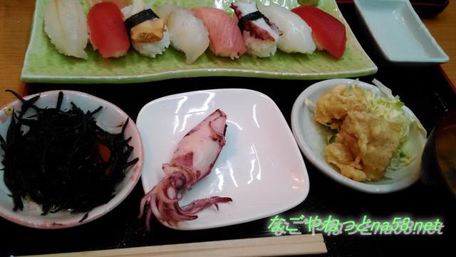 愛知県南知多豊浜の「魚ひろば」の市場食堂の握り寿司