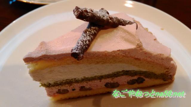 愛知県半田市博物館前の「有里珈琲館」の桜ケーキ