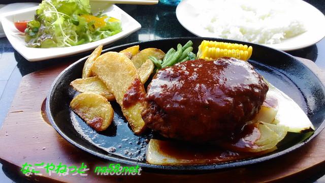 岐阜城金華山の展望レストランでハンバーグ定食