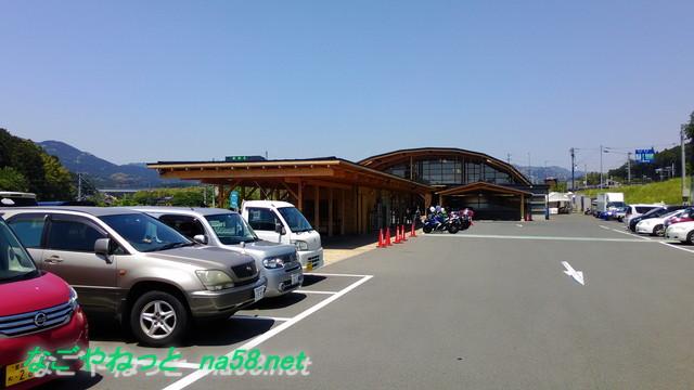 道の駅「もっくる新城」愛知県新城市の駐車場と外観