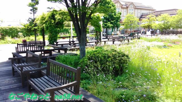 名古屋市港区フラワーガーデン「ブルーボネット」内にあるベンチ