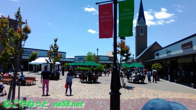 土岐アウトレットモールの広場