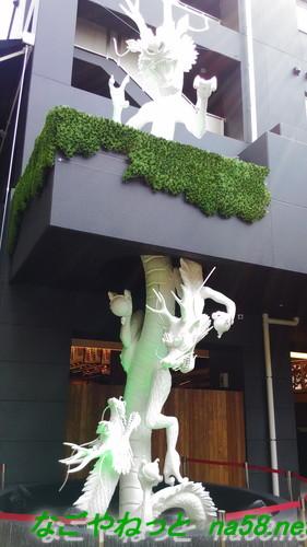 大須万松寺の白竜、二階以上に上る勢いと高さ