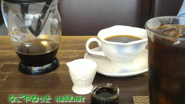 「コーヒー杏の樹」のホットコーヒーとアイスコーヒー