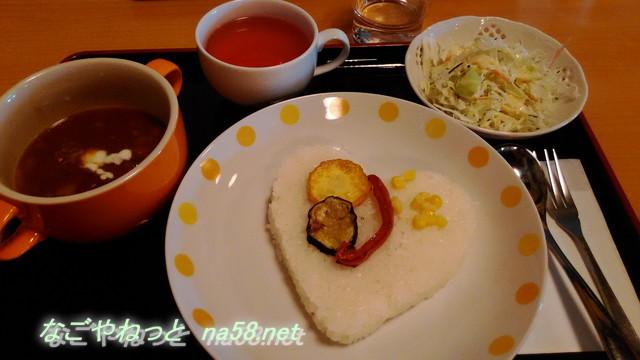 高校生日本一カレーは辛口・ローカロリーハートのご飯に地元豚(岐阜県美濃加茂市)