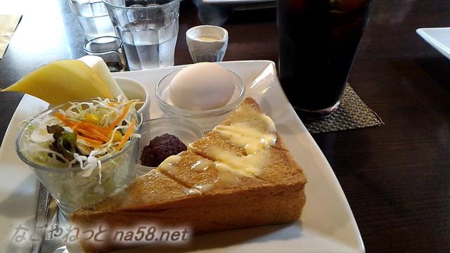 杏の樹・モーニングサービスの小倉トーストのセット(愛知県あま市)