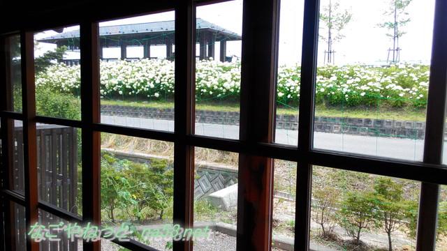 岡本一平の「糸遊庵」の窓から木曽川と太田の渡し跡が見える