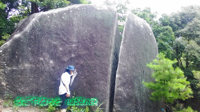 王滝渓谷のふくろうヶ城付近の巨大な岩(愛知県豊田市)