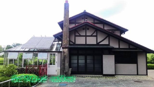 旧豊田喜一郎邸左側に温室を見て