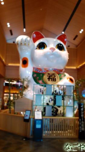 イオンモール常滑の巨大なまねき猫