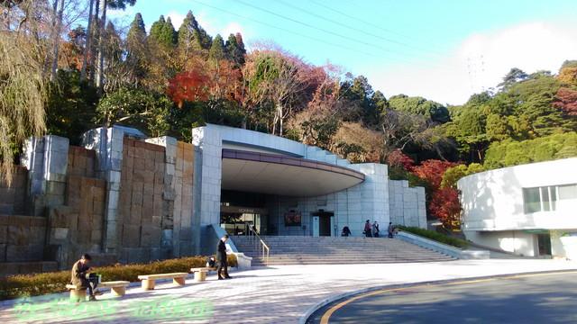 熱海MOA美術館の秋正面玄関付近