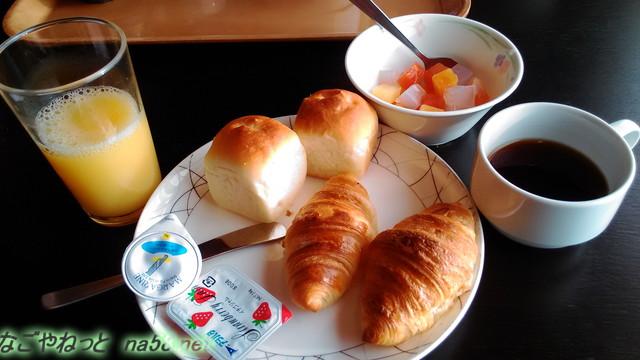 熱海ホテルパイプのけむり・朝食内容パンなど